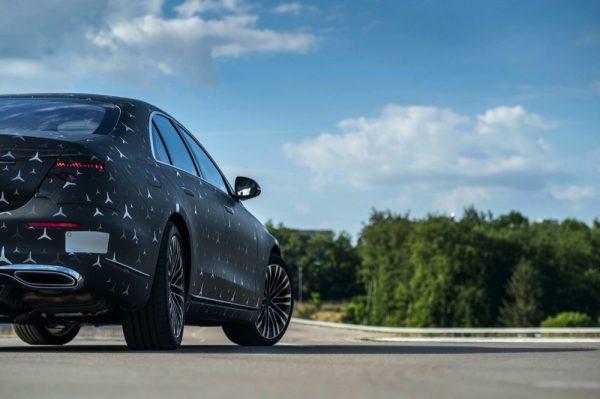 سيارة S-Class الجديدة تقدم أعلى مستويات المتعة والأمان في كل رحلة