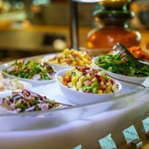 فندق رمال يقدم مجموعة كبيرة من العروض على المأكولات