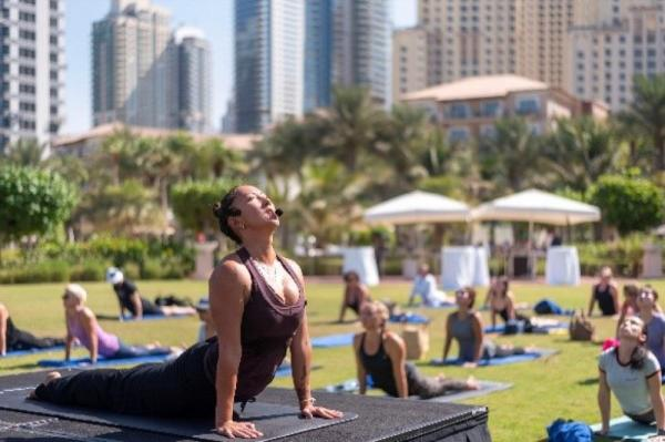 THE RITZ-CARLTON, DUBAIINTRODUCES MONTHLY SUNSET YOGA SESSIONS