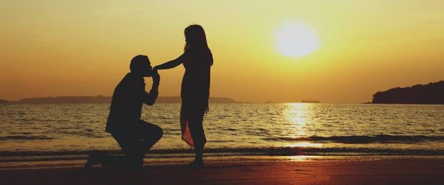 Proposal on a beach in Dubai