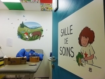 HFME-Bron-service-hospitalisation-urgences-UHCD-decoration-murs-fresque-3