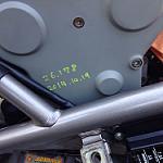 タイミングベルトのカバーに交換した日付と距離を書いてあるよ