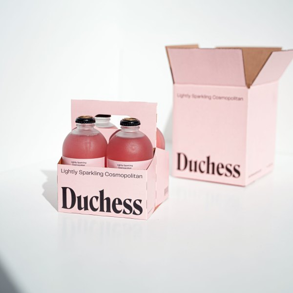 4 Duchess Cosmos in carrier with box