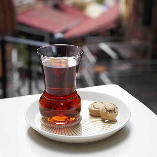 İnce belli bardak , bildiğiniz gibi Türk çay kültürünün vazgeçilmezidir.