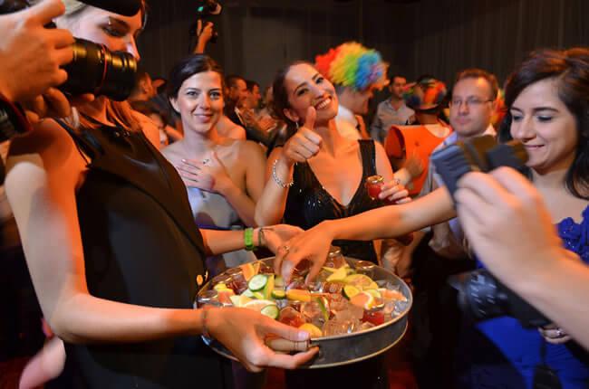 Göçebe Tektekçi shot geleneğin ilk temsilcilerinden ve artık her düğün organizasyonu ve özel kutlamalarda arzu edilen tüm bar hizmetlerini sağlıyor.