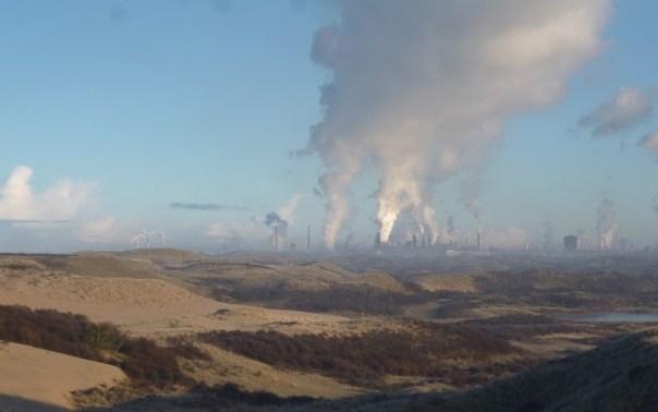 Tata Steel vanuit de Kennemerduinen door Piet Veel