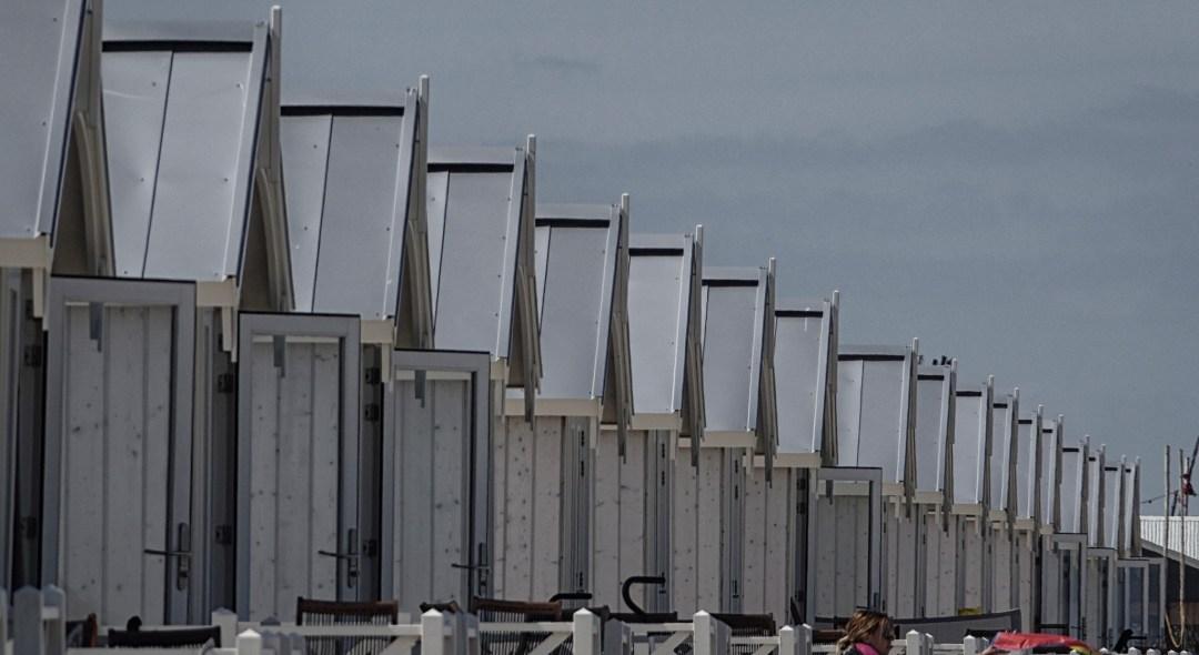 Strandhuisjes bij Kijkduin door Gerard Stolk