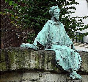 In het Belgische Hasselt staat een standbeeld van Hendrik van Veldeke, zoals hij in het Nederlands heet.