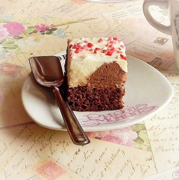 prajitura cu iaurt si buline de ciocolata