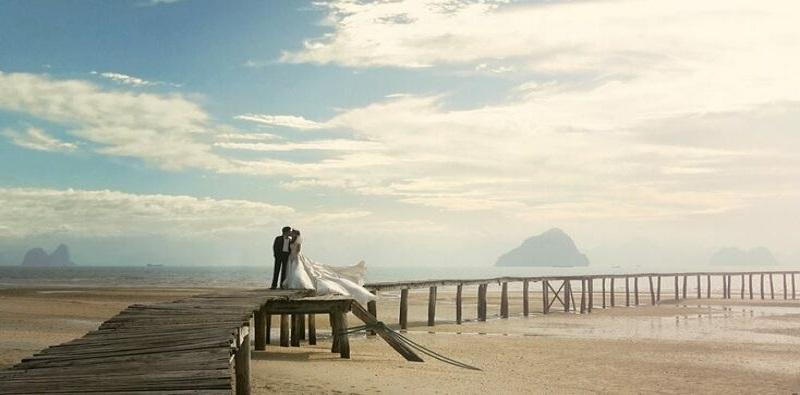 Vân Đồn cuốn hút với những bờ cát trắng trải dài quyến rũ và nước biển trong xanh