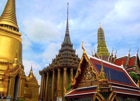 Bangkok là thủ đô của chùa tháp với nhiều ngôi chùa Phật giáo thú vị.