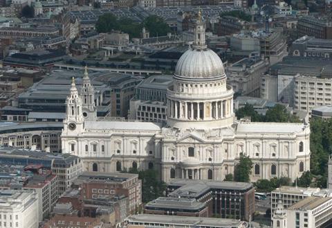 Nhà thờ St Pauls, London.