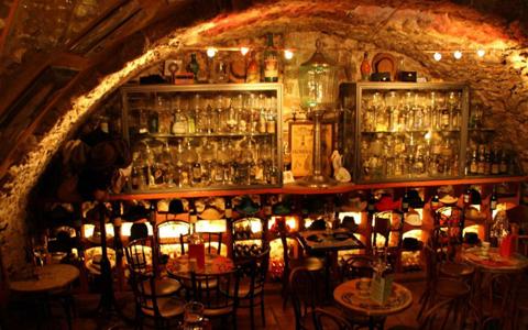 quán bar ở Antibes