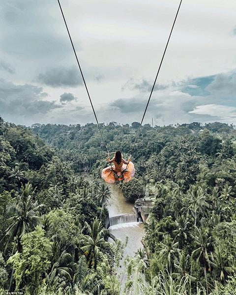 Tara chụp ở Bali