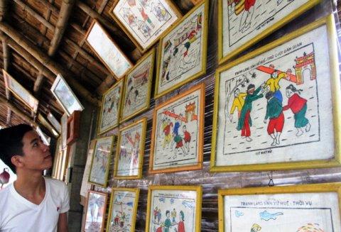 Về làng Sình xem vẽ tranh Tết