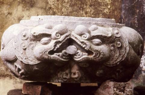 Đôi sư tử vờn ngọc chùa Phật Tích