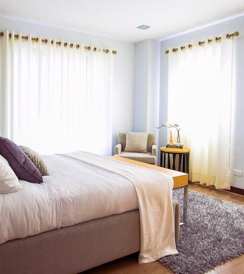 Bed Bedroom Carpet Curtains  - Pexels / Pixabay