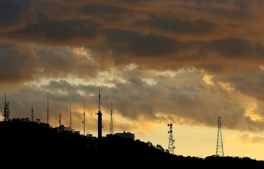 Clouds Sol Mountain Landscape - Fotos-GE / Pixabay