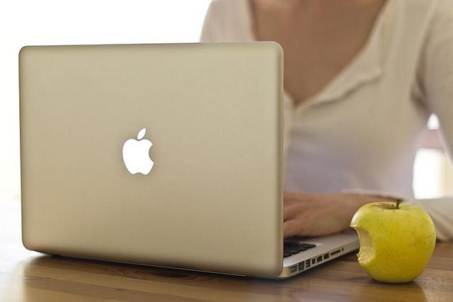 Working on a mac - Photo by Cristiana Gasparotto