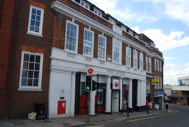 Post Office Banking: The Advantages and Disadvantages