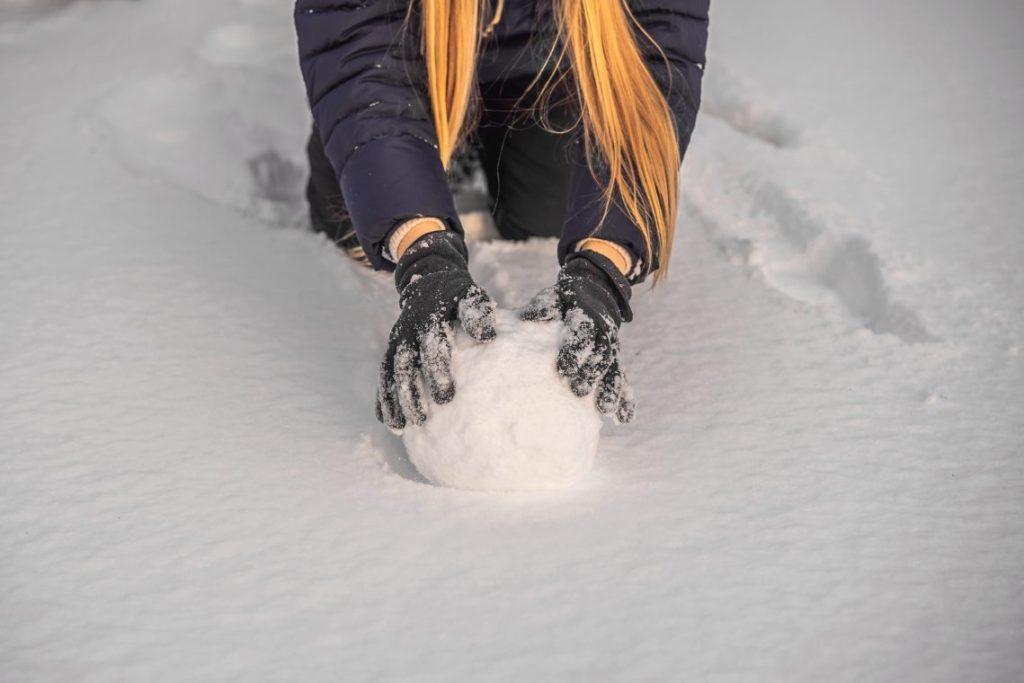 Women rolling snowball
