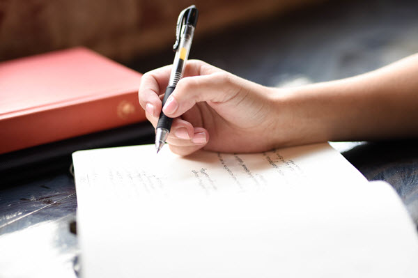 how to handle difficult situations in life through journaling