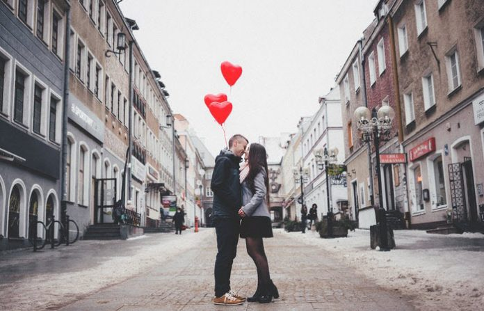 how to celebrate anniversary in long distance relationship