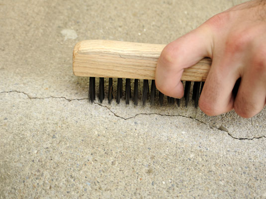 how to fill small cracks in concrete