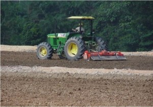 Pemupukan atau penambahan nutrisi tanah pada kegiatan bioremediasi Chevron.