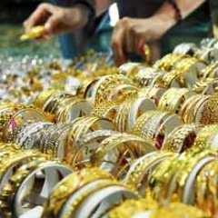 Kekhawatiran Stimulus AS dan Penguatan Dolar Menekan Harga Emas