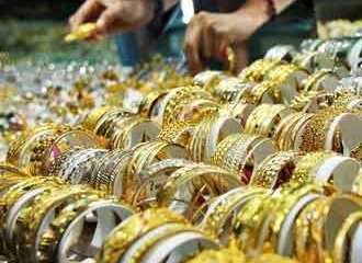 Harga Emas Terus Menguat di Tengah Pelemahan Dolar AS