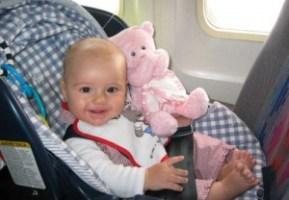 4 Cara Aman Naik Pesawat Bersama Bayi
