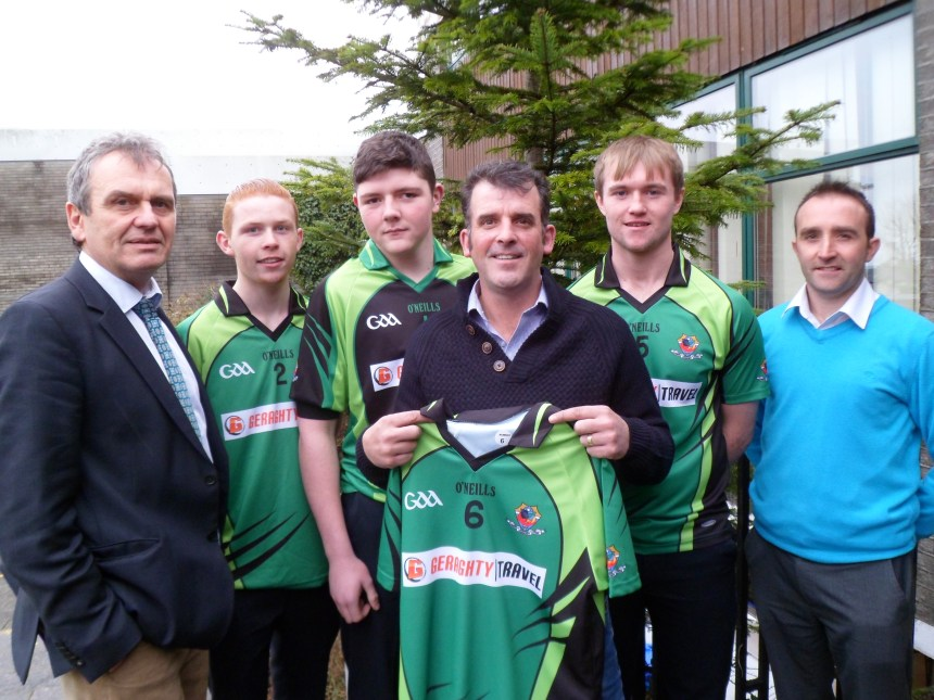 Aidan Geraghty of Geraghty Travel Glenamaddy presents a set of jerseys to the Dunmore Community School Senior Boys Football team. Pictured are Gay McManus Principal, Rian Glennon Castlefarm Dunmore, Pierce Kirrane, Dunmore, Aidan Geraghty sponsor, Conor Burns Carrowculleen and manager Carlos O'Gara (Teacher)