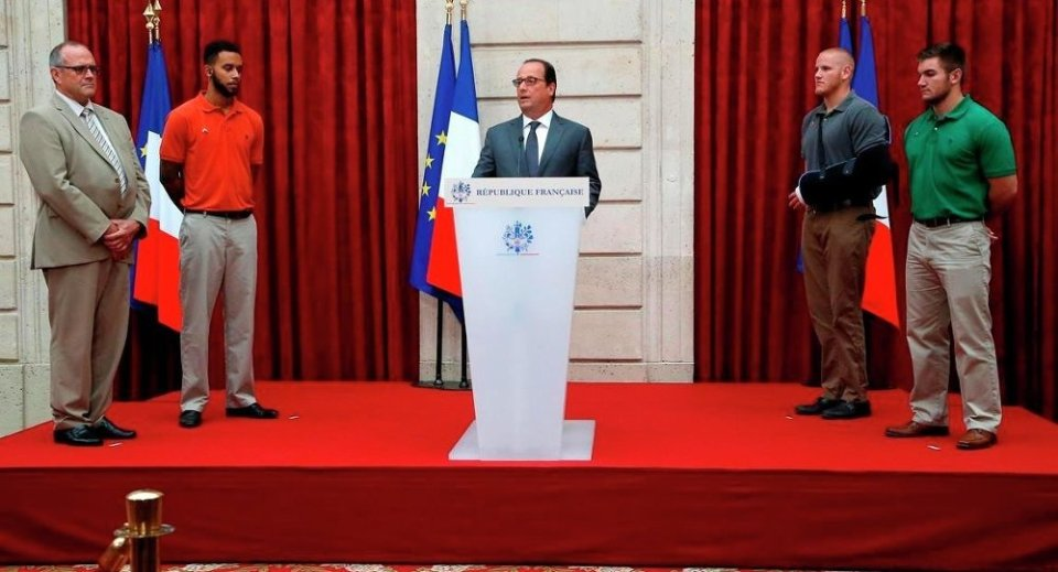 Fransa Cumhurbaşkanı François Hollande teşekkür ve madalya törenini bizzat yürüttü.