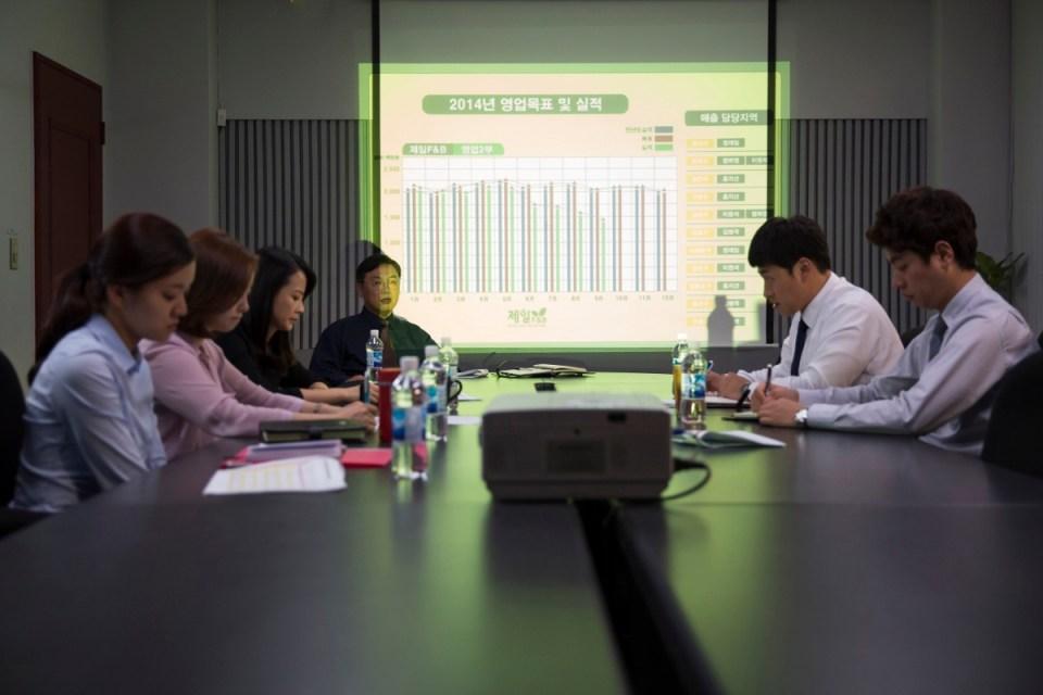 2015 Güney Kore yapımı ''Office'' isimli filmden bir kare