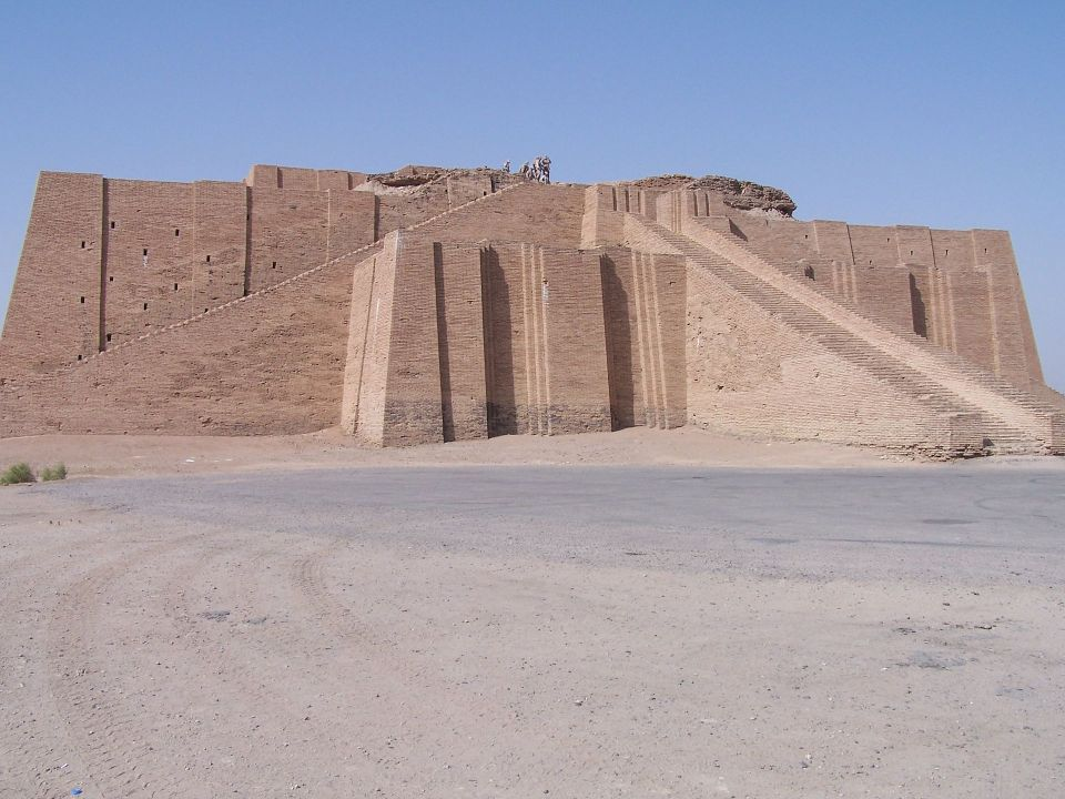 ancient_ziggurat_at_ali_air_base_iraq_2005