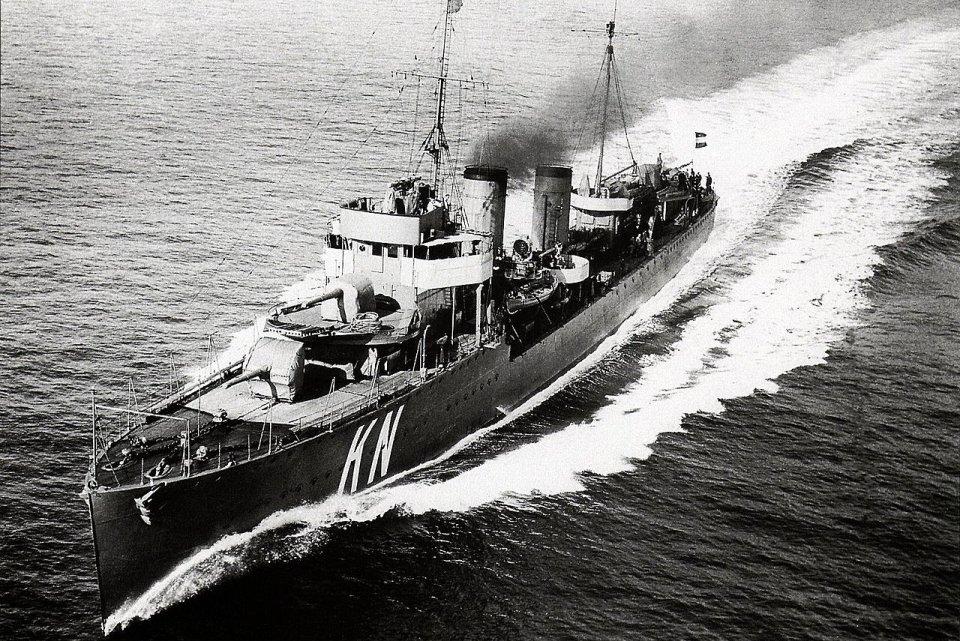 1942 yılında Java Çarpışması'nda batan, Hollanda Kraliyet Donanması'na mensup HNLMS Savaş Gemisi.