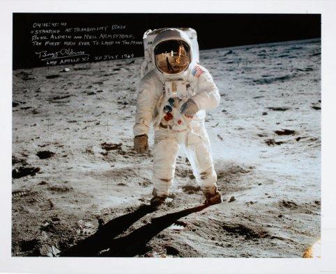 Buzz Aldrin Ay'da