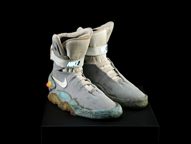 Geleceğe Dönüş II filminde Marty McFly'ın kendi kendine bağlanan ayakkabıları - 16.195 Dolar