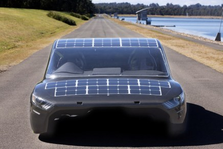 sunswift-violet-solar-electric-sedan-designboom-03 (1)