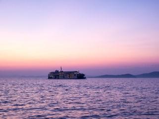 guntu-hotel-floating-seto-inland-sea-japan-designboom-10