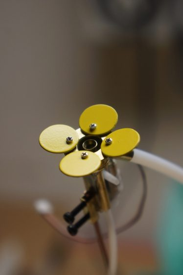 michael-candy-synthetic-bee-polleniser-cybernetic-flowers-technology_dezeen_2364_col_6-1704x2556