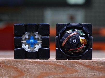 self-solving-rubiks-cube-robot-designboom-6