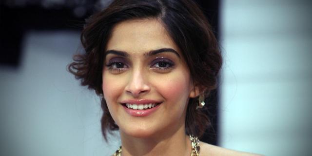 Sonam Kapoor Aur Sahir Berry Ki Dosti Ky Charchy