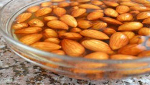 بادام بھگو کر کھانے سے فوائد میںاضافہ ہوجاتا ہے: ماہرین