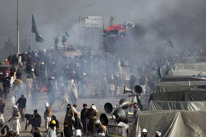 اسلام آباد دھرنا، آپریشن کے بعد حالات مزید بگڑ گئے، شہر شہر دھرنے، سینکڑوں زخمی