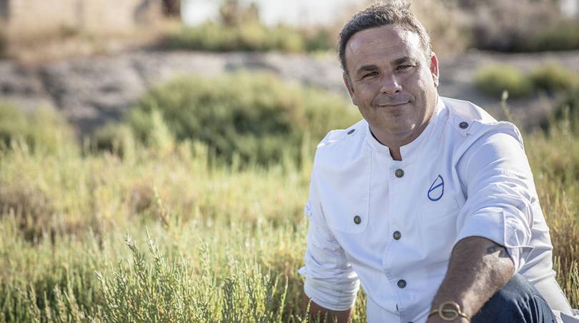 Ángel León, primer cocinero en recibir el premio Sartún, por su defensa de los mares