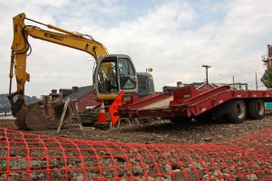Photo by Claire Murray | Photo Editor. A bulldozer sits on site in the Strip District on the corner of Penn Ave. and 34th.