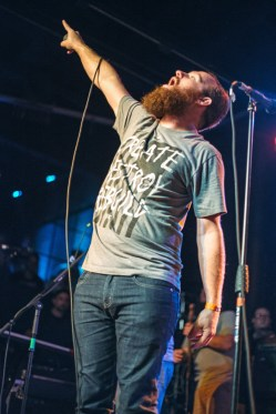 """Dan """"Soupy"""" Campbell of The Wonder Years plays to the crowd."""