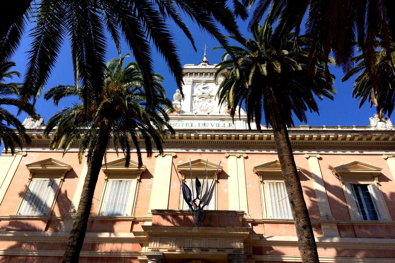 AJACCIO CENTRE VILLE PLAGE BLOG VOYAGE ROAD TRIP CORSE HOTEL DE VILLE